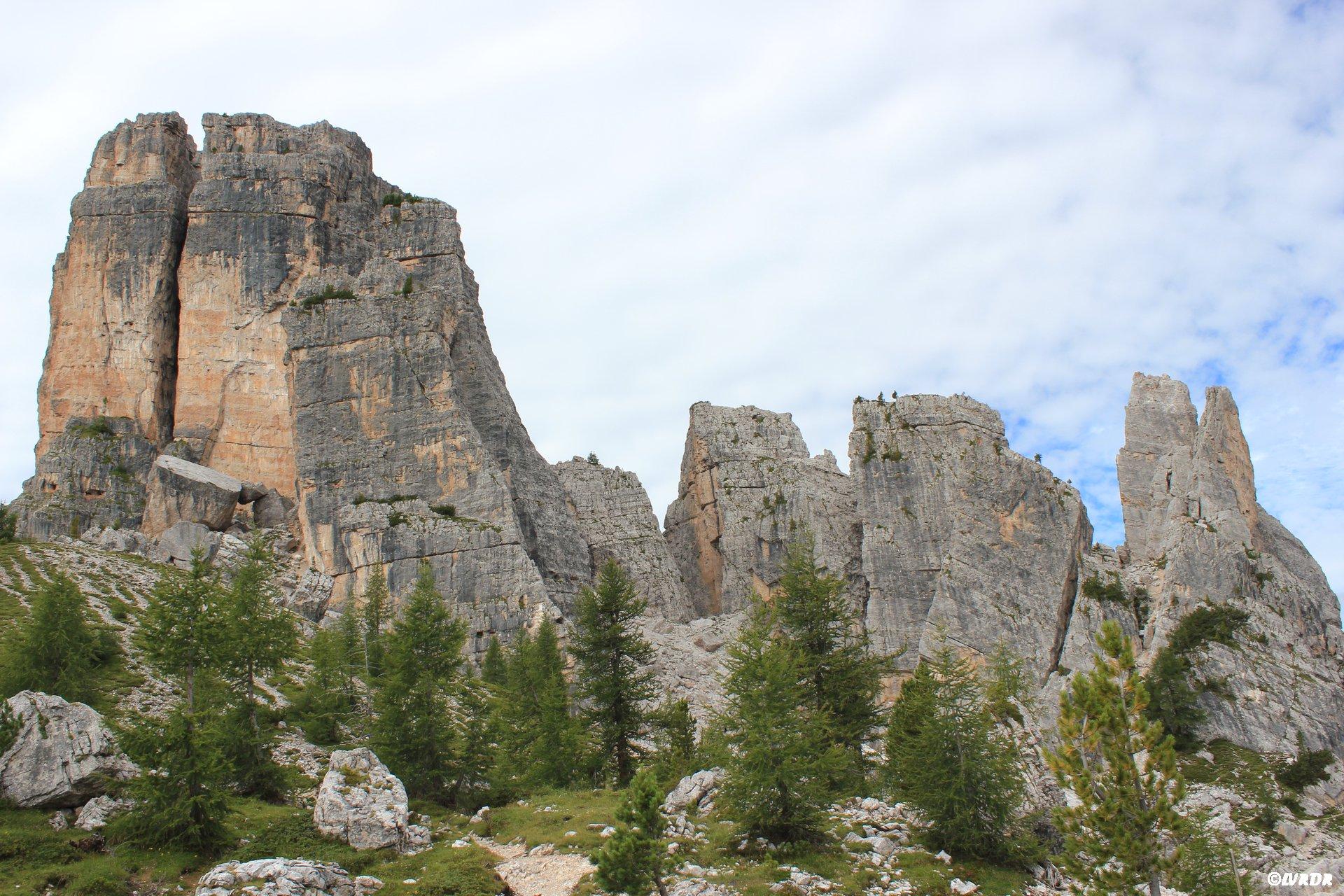 Les Cinque Torri aux Dolomites
